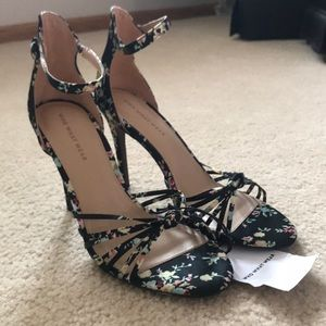 NWT Who What Wear Black Strappy Floral Sandal